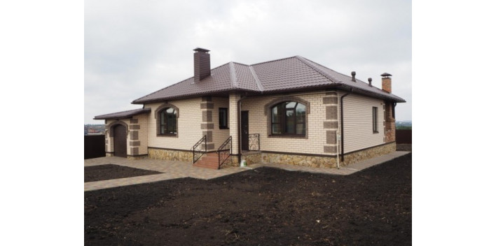 Одноэтажный жилой дом с гаражом на 140 кв.м.